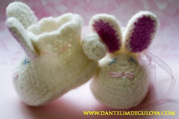 Tavşanlı Kız Bebek Patiği