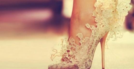 Beyaz Dantelli Ayakkabı Modeli
