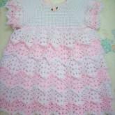 Beyaz ve Pembe Elişi Örgü Bebek Elbisesi Modelleri